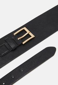 Pieces - PCMARSHA WAIST BELT - Waist belt - black/gold-coloured - 2