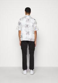 Han Kjøbenhavn - BOXY  - Camicia - bleach diamond - 2
