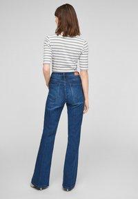 s.Oliver - Print T-shirt - lilac stripes - 2