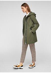 s.Oliver - MIT TAILLIERUNG - Short coat - khaki - 1