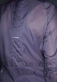 ASICS - PACKABLE JACKET - Kurtka do biegania - lavender/grey - 5