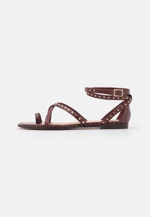 MATHAR - Tveida siksniņu sandales - dark brown