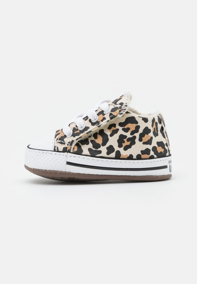 CHUCK TAYLOR ALL STAR CRIBSTER ARCHIVE ANIMAL PRINT UNISEX - Patucos - natural ivory/doe/black