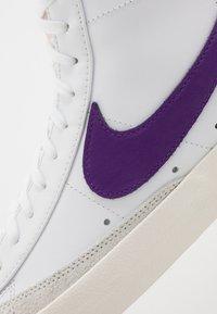 Nike Sportswear - BLAZER MID '77 UNISEX - High-top trainers - white/voltage purple/sail - 5