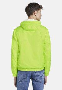 TOM TAILOR DENIM - JACKEN & JACKETS LEICHTE JACKE - Light jacket - neon green - 2