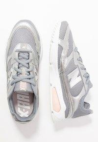 New Balance - WSXRC - Matalavartiset tennarit - grey - 3