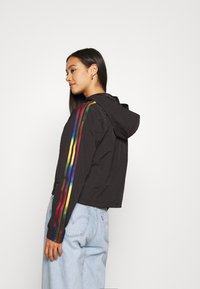 adidas Originals - PAOLINA RUSSO CROPPED HALFZIP - Windjack - black - 2
