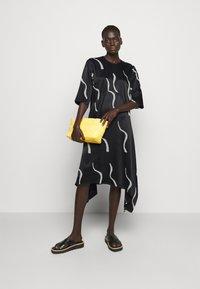 Marimekko - VUOSI LAUHA DRESS - Denní šaty - black/light beige - 1