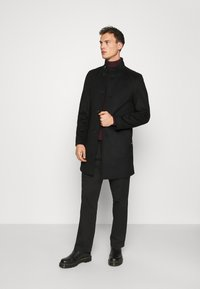 Tommy Hilfiger Tailored - SOLID STAND UP COLLAR COAT - Manteau classique - black - 1