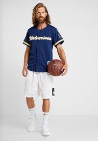 Mitchell & Ness - NCAA MICHIGAN BASEBALL - T-shirt imprimé - navy - 1
