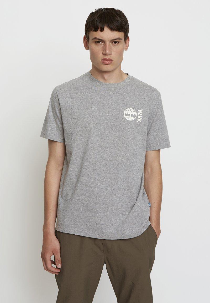 Timberland - WOODWOOD - Print T-shirt - grey