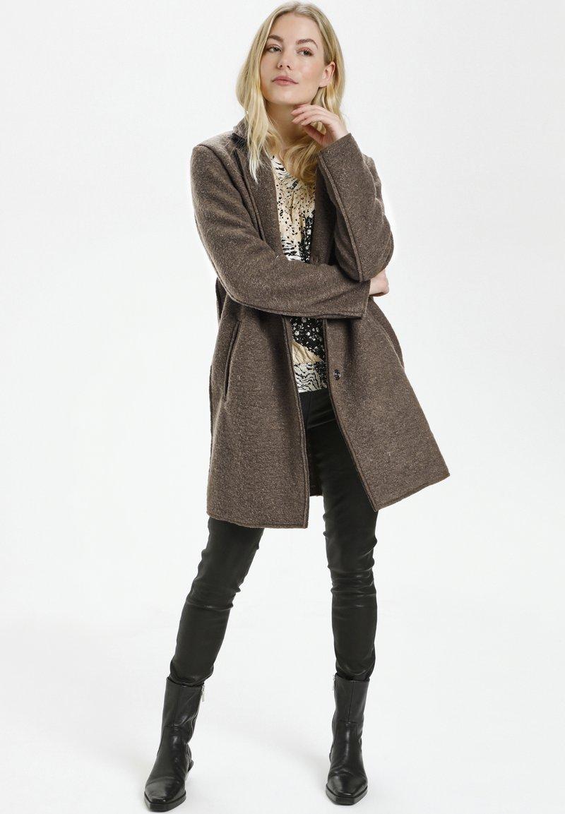 Culture - Klasyczny płaszcz - friar brown