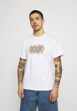 MOROCCAN TEE - Camiseta estampada - white