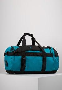 The North Face - BASE CAMP DUFFEL M UNISEX - Sports bag - fanfare green/black - 3