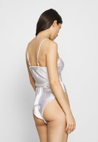 Le Petit Trou - PRUNE - Body - white - 2
