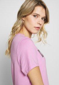 DKNY - TRACK LOGO - Print T-shirt - rosebud - 3