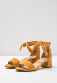 mint&berry wide fit - Sandals - yellow - 4