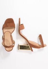 MICHAEL Michael Kors - PETRA ANKLE STRAP - Sandály na vysokém podpatku - luggage - 3