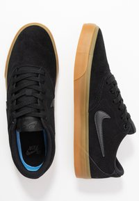 Nike SB - CHARGE UNISEX - Trainers - black/anthracite/light brown - 1