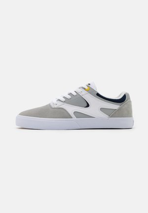KALIS VULC - Zapatillas skate - white/grey