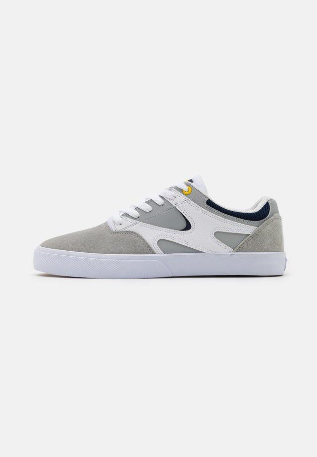 KALIS VULC - Skateboardové boty - white/grey