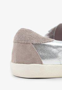 Scalpers - LIA - Sneakersy niskie - metal - 8