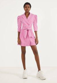 Bershka - MIT BALLONÄRMELN - Shirt dress - pink - 1