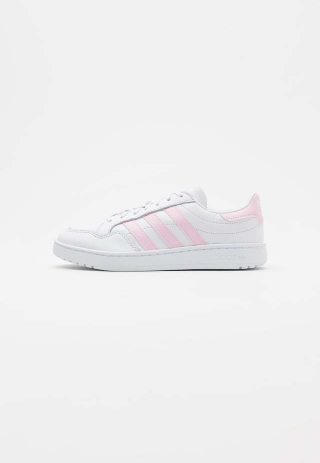 TEAM COURT SPORTS INSPIRED SHOES - Baskets basses - footwear white/clear pink