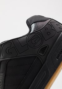 Globe - TILT - Skateboardové boty - dark shadow/phantom - 5