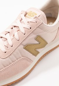 New Balance - WL720 - Matalavartiset tennarit - pink - 2