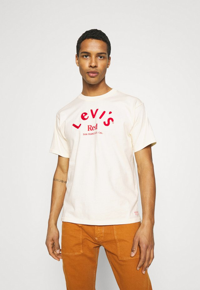 LEVI'S® RED GRAPHIC TEE - Print T-shirt - neutrals