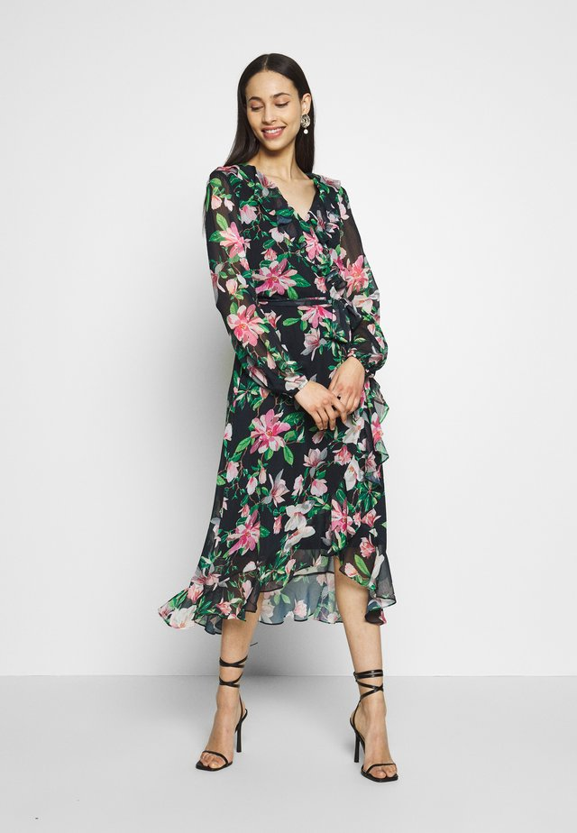 WATERLILY TIERED HEM MIDI DRESS - Kjole - black