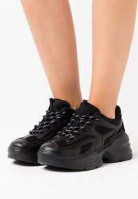 Monki - VEGAN EMINA - Sneaker low - black - 0