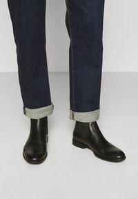 Vagabond - HARVEY - Classic ankle boots - black - 0
