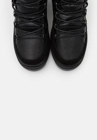Colmar Originals - EVIE NEO BOOT - Bottines à plateau - black - 6