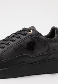 SIKSILK - PURSUIT CAMO - Trainers - black - 5