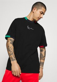 Karl Kani - SMALL SIGNATURE TEE UNISEX - T-shirt con stampa - black - 3