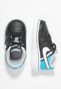 Nike Sportswear - FORCE 1 LV8  - Sneakers - black/white/light current blue/wolf grey - 0