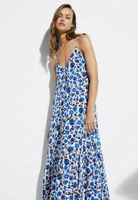 Massimo Dutti - MIT BLUMENPRINT  - Maxi dress - blue - 1