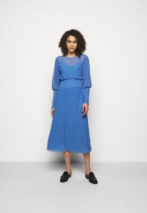 THORA ELLIEA DRESS 2-IN-1 - Korte jurk - blue sky