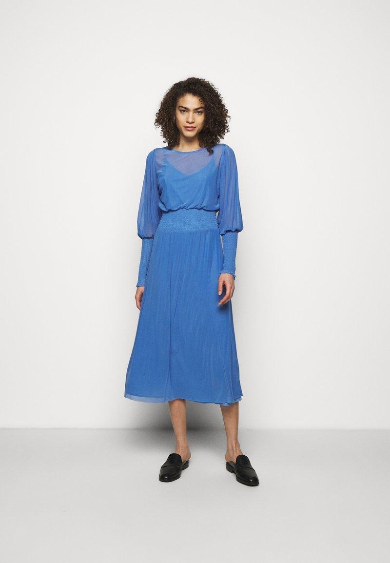 Bruuns Bazaar - THORA ELLIEA DRESS 2-IN-1 - Day dress - blue sky