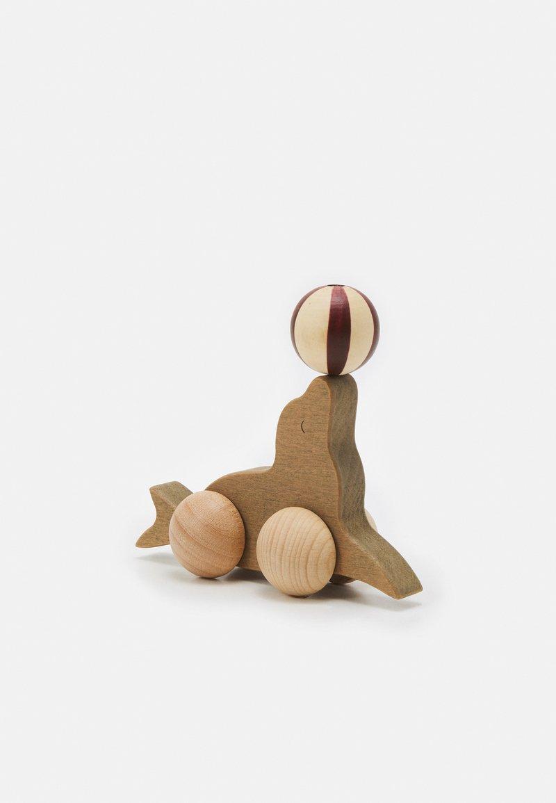 Konges Sløjd - ROLLING SEA LION UNISEX - Toy - brown