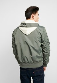 Alpha Industries - HOOD CUSTOM - Bomberjacks - vintage green - 2