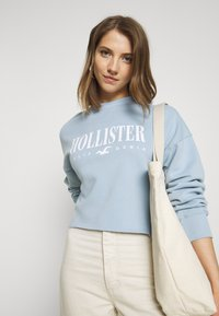 Hollister Co. - CREW SWEATSHIRT - Sweatshirt - light blue - 3