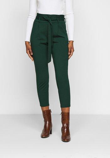 VMEVA LOOSE PAPERBAG PANT - Spodnie materiałowe - pine grove