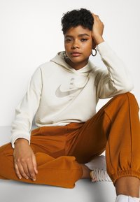 Nike Sportswear - PANT TREND - Tracksuit bottoms - tawny/white - 3