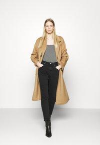 Marc O'Polo DENIM - FREJA BOYFRIEND - Slim fit jeans - black - 1