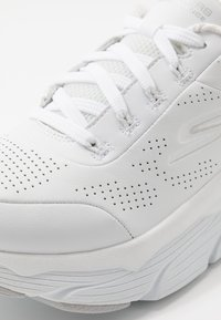 Skechers Performance - MAX CUSHIONING ELITE - Neutral running shoes - white/silver - 5