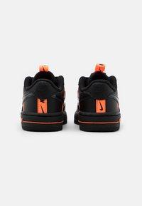Nike Sportswear - FORCE 1 UNISEX - Baby shoes - black/total orange - 2