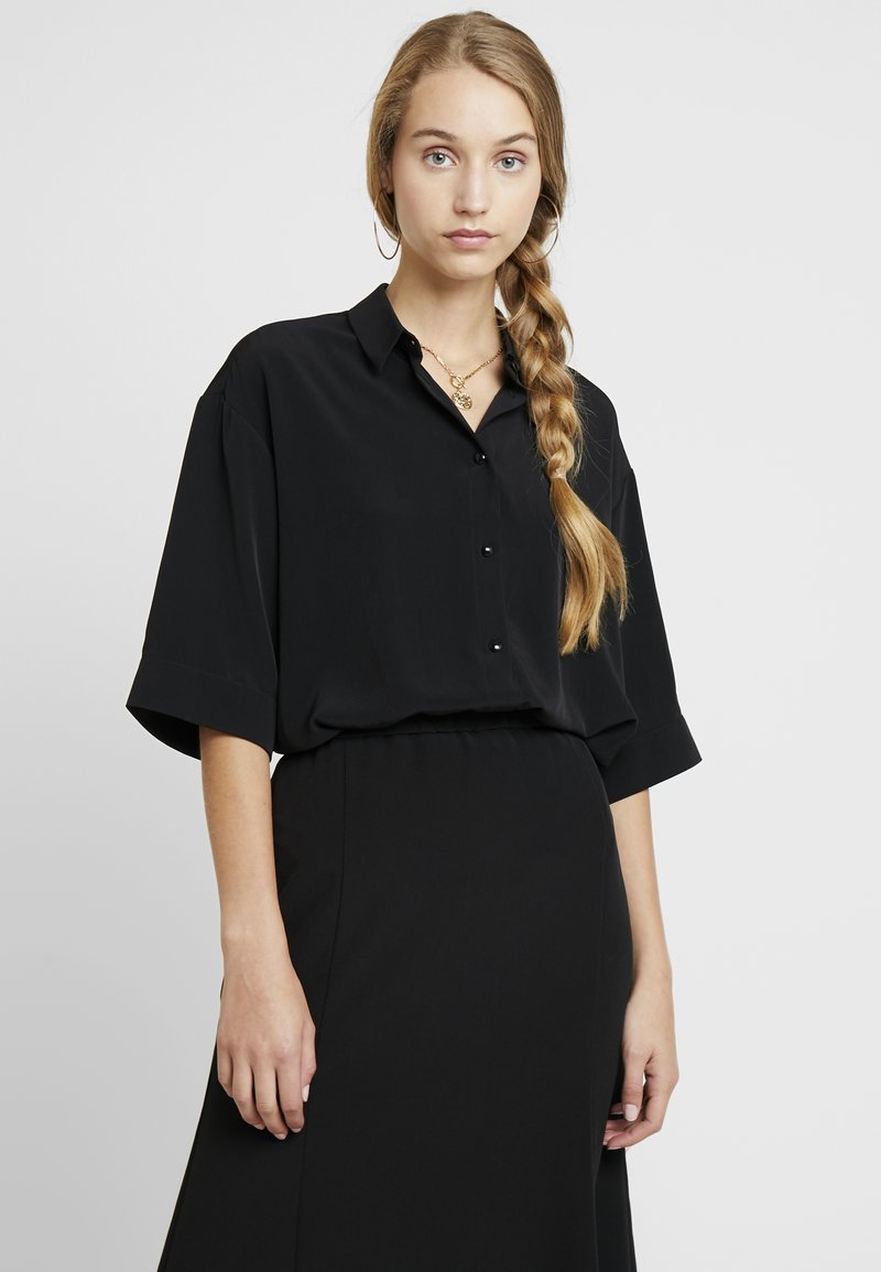 Monki - TAMRA BLOUSE - Button-down blouse - solid black